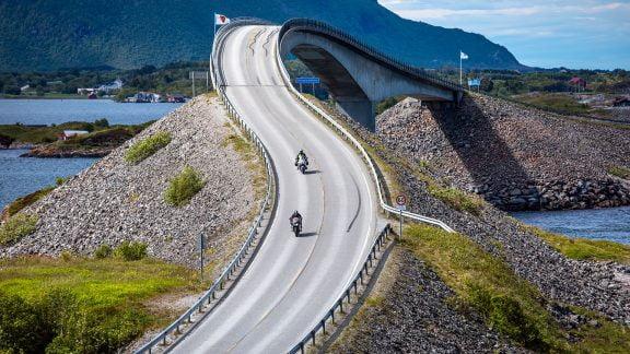 Hva skal man ha på under kjøreutstyret? Speed Motorcenter